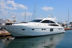10005723 - white yacht in marina